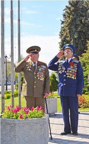В Луганске встречают День Победы
