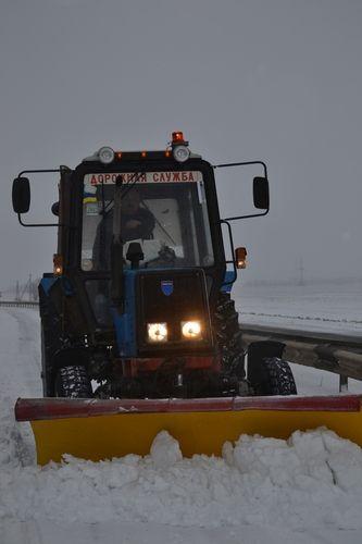 Дорожники  Луганщины справляются с уборкой снега