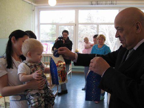 У День Святителя Миколая Москаль побував у обласному будинку дитини в Сєвєродонецьку