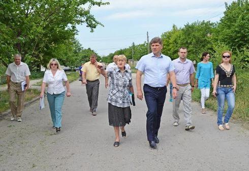 Мэр Луганска побывал в пострадавших от вооруженных конфликтов районах Луганска